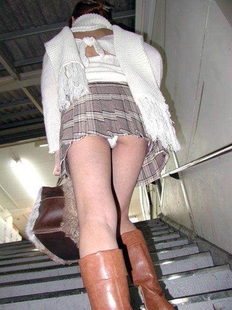 パンツ ミニスカ 階段 パンチラ エロ画像【14】