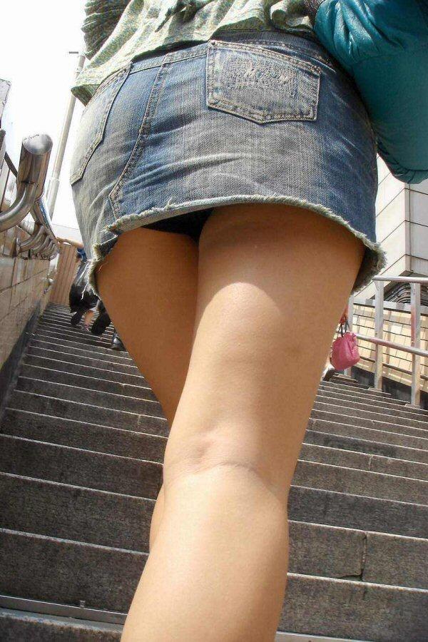 パンツ ミニスカ 階段 パンチラ エロ画像【21】