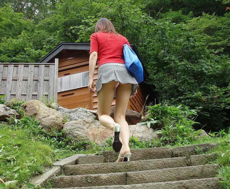 パンツ ミニスカ 階段 パンチラ エロ画像【24】