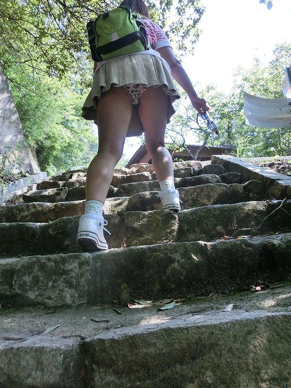 パンツ ミニスカ 階段 パンチラ エロ画像【25】