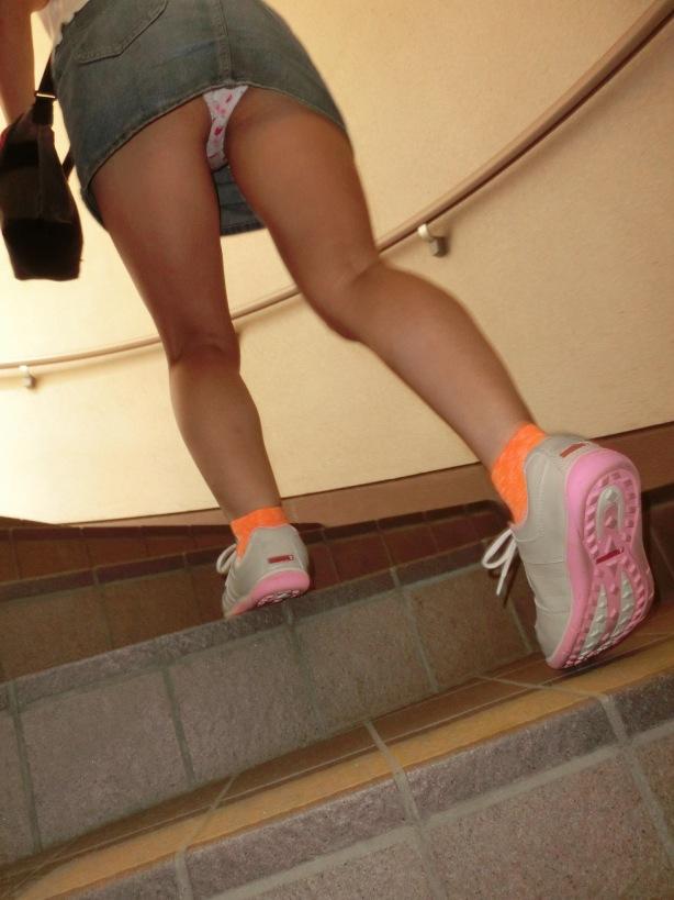 パンツ ミニスカ 階段 パンチラ エロ画像【26】