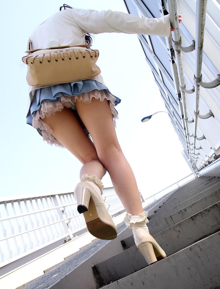 パンツ ミニスカ 階段 パンチラ エロ画像【27】