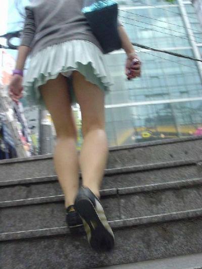 パンツ ミニスカ 階段 パンチラ エロ画像【39】