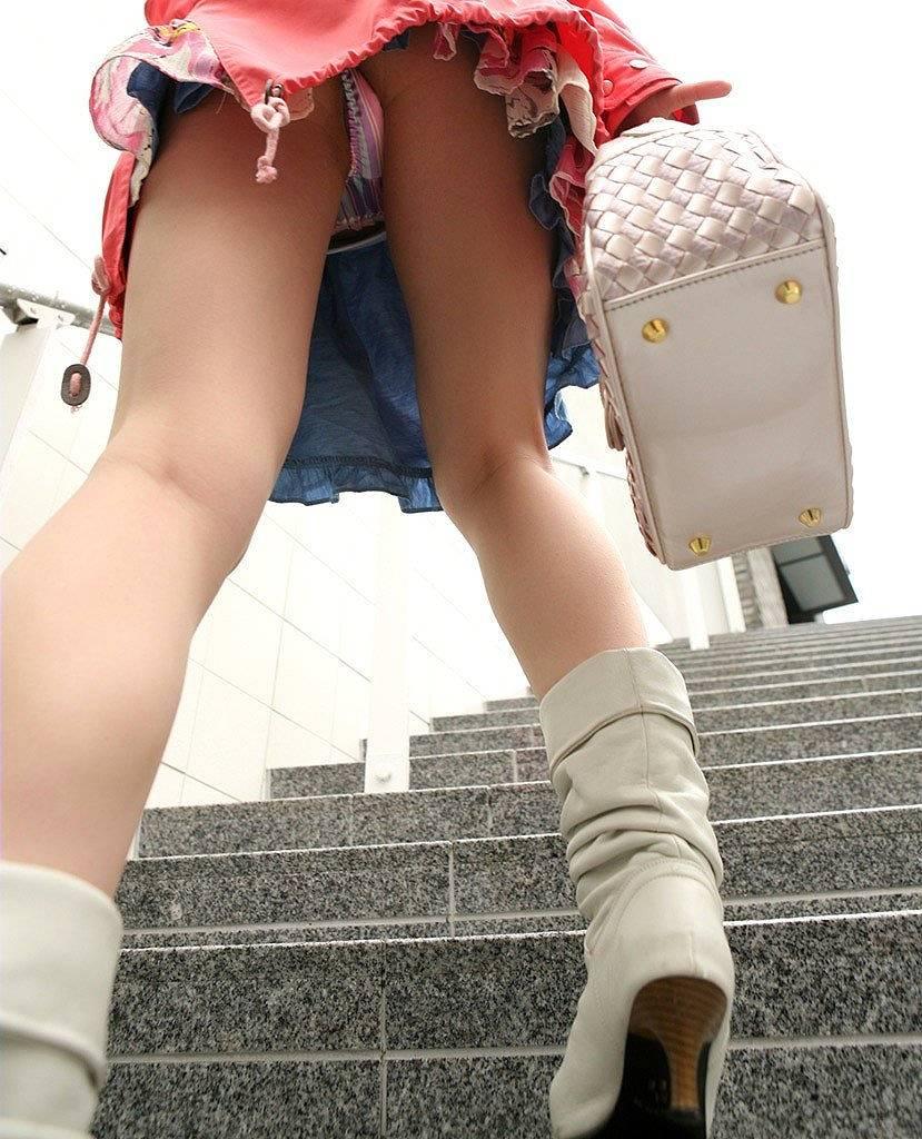 パンツ ミニスカ 階段 パンチラ エロ画像【41】