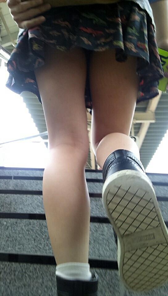 パンツ ミニスカ 階段 パンチラ エロ画像【43】