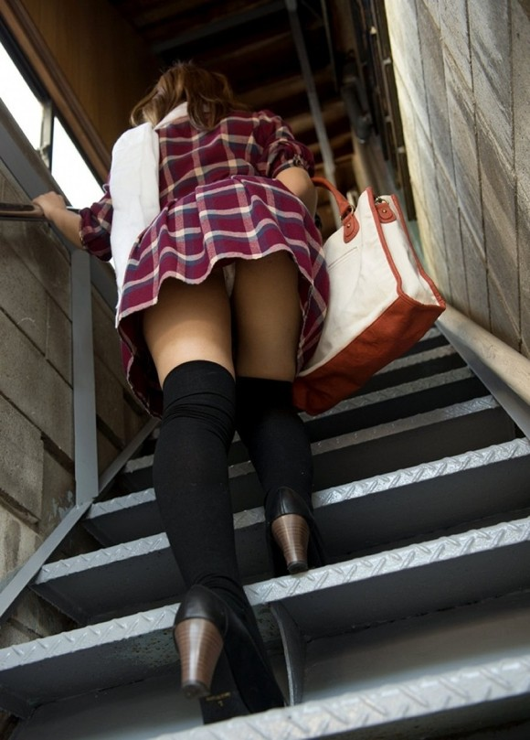 パンツ ミニスカ 階段 パンチラ エロ画像【50】
