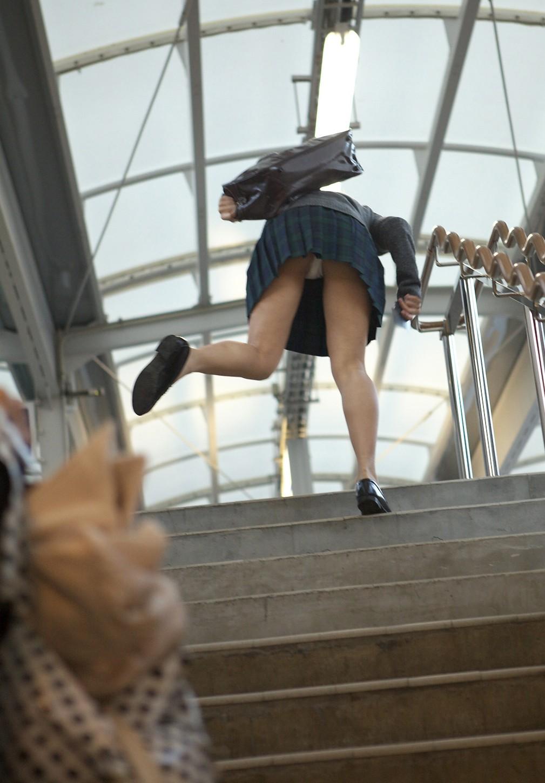 パンツ ミニスカ 階段 パンチラ エロ画像【58】