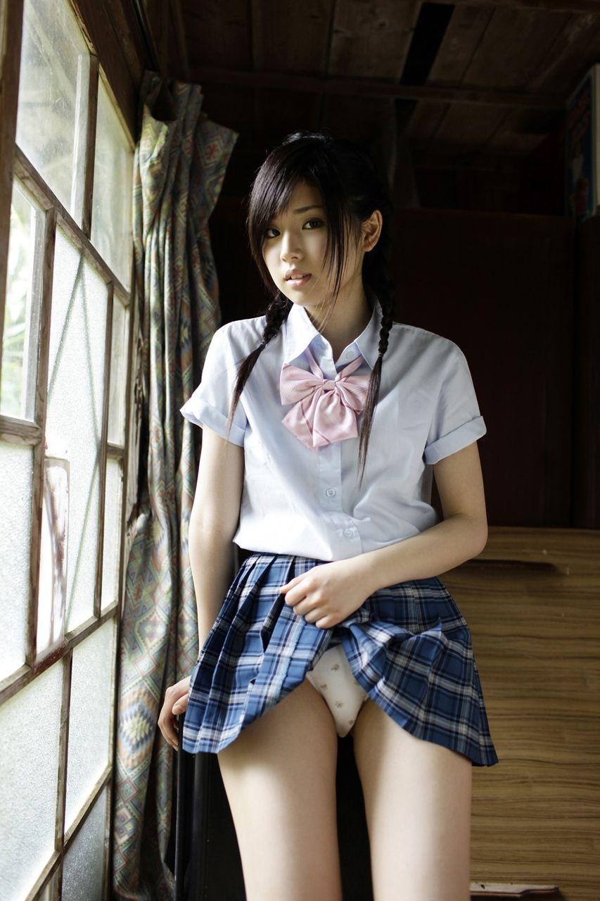 女子高生スカートめくり JK スカート 捲る パンツ たくし上げ パンチラ エロ画像【8】