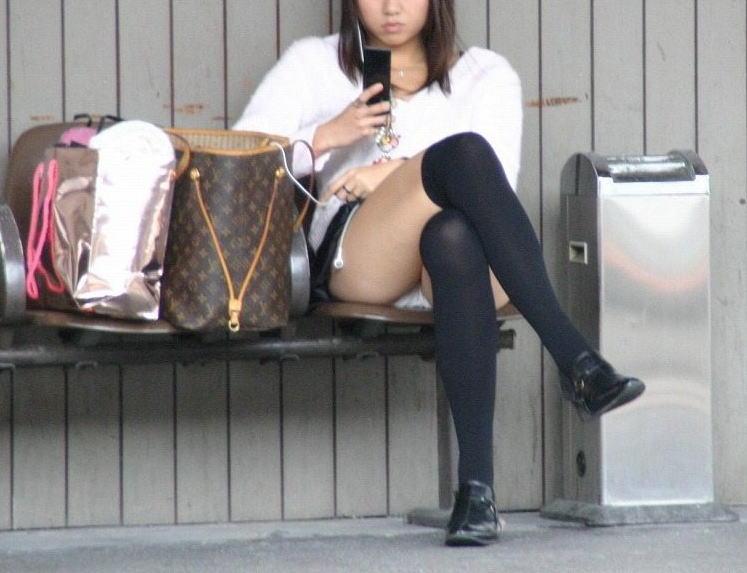 ギャル パンツ パンチラ 街撮り エロ画像【24】