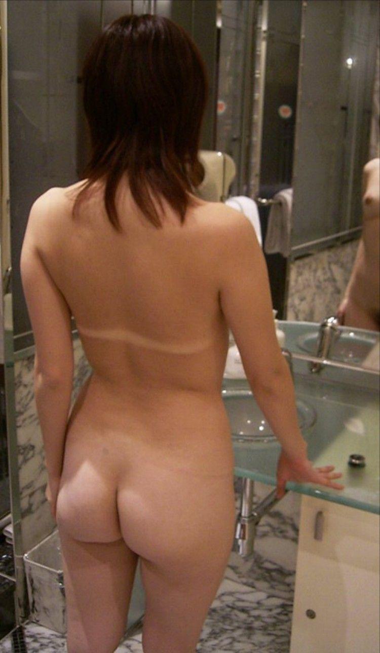 無修正後ろ姿まんこ写真 ラブホ 洗面所 背後 無防備 後ろ姿 エロ画像【7】