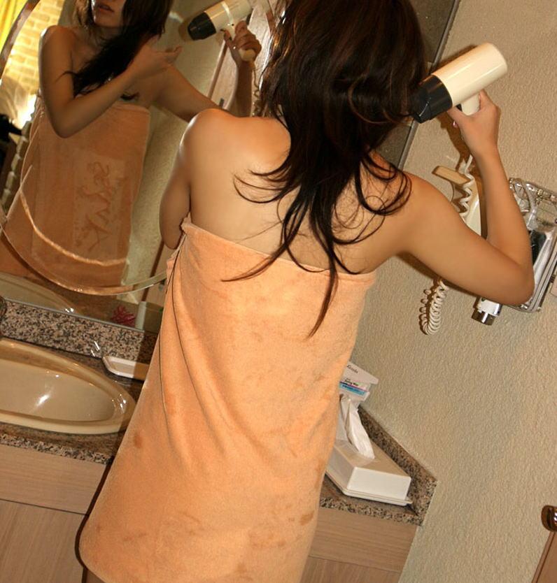 ラブホ 洗面所 背後 無防備 後ろ姿 エロ画像【30】