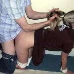 女性の髪の毛を掴んで引っ張ってセックスしてるエロ画像