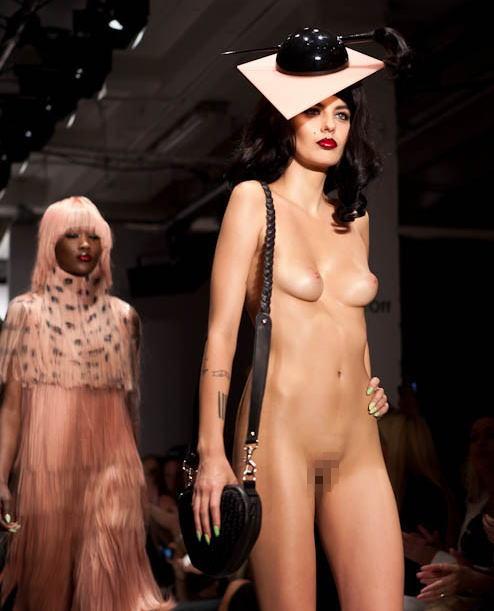 Мода голые манекенщицы видео