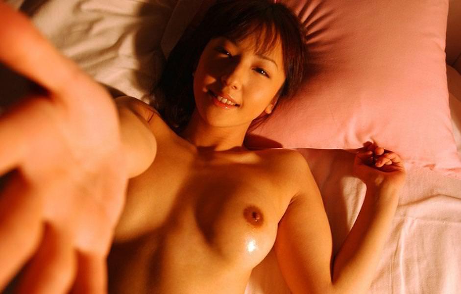 美乳 巨乳 寝乳 綺麗 仰向け おっぱい エロ画像【13】