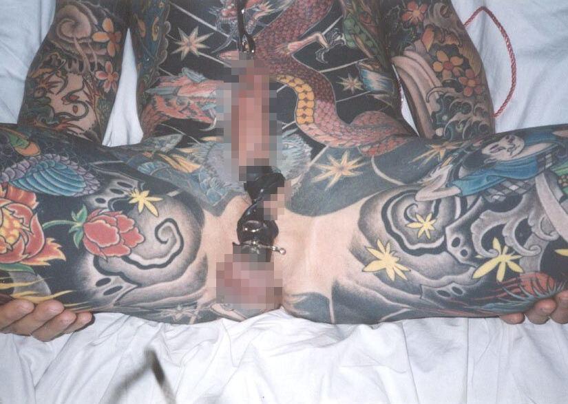 刺青やタトゥーを入れたヤンチャな男達のエロ画像