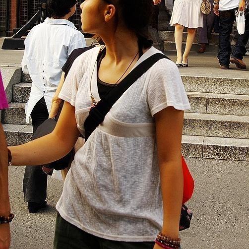 貧乳 おっぱい パイスラ たすき掛け 街撮り エロ画像【3】