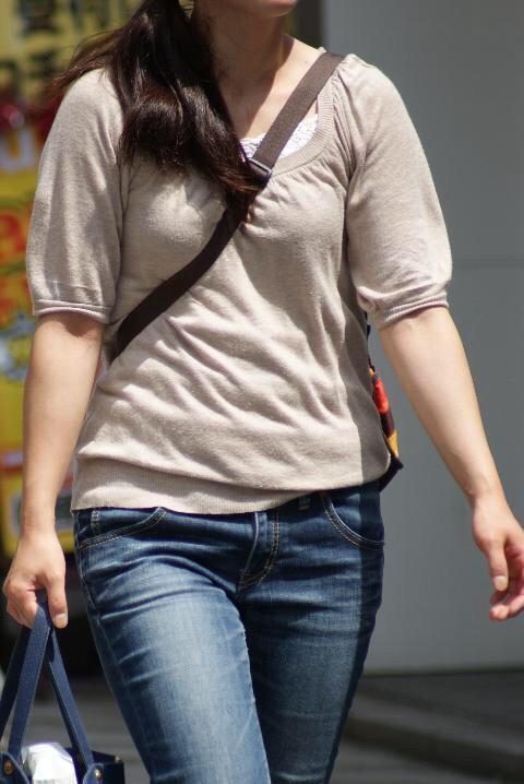 貧乳 おっぱい パイスラ たすき掛け 街撮り エロ画像【17】