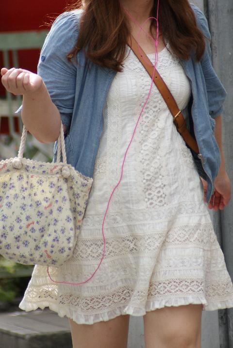 貧乳 おっぱい パイスラ たすき掛け 街撮り エロ画像【18】