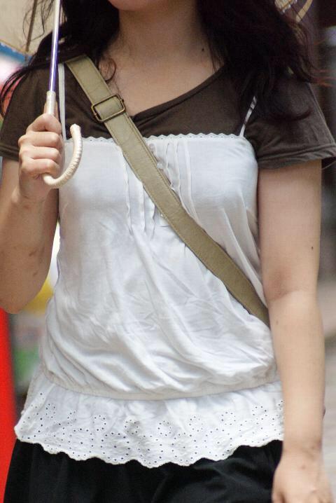 貧乳 おっぱい パイスラ たすき掛け 街撮り エロ画像【20】