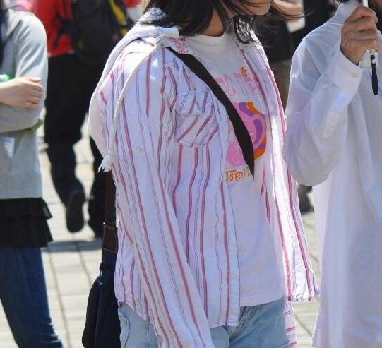貧乳 おっぱい パイスラ たすき掛け 街撮り エロ画像【37】