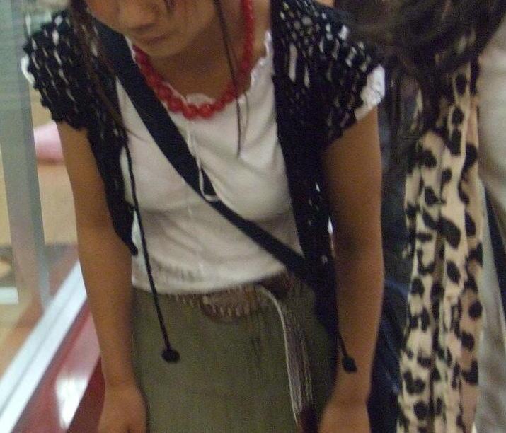 貧乳 おっぱい パイスラ たすき掛け 街撮り エロ画像【42】