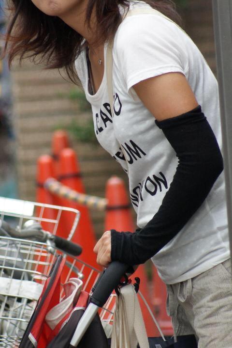 貧乳 おっぱい パイスラ たすき掛け 街撮り エロ画像【44】