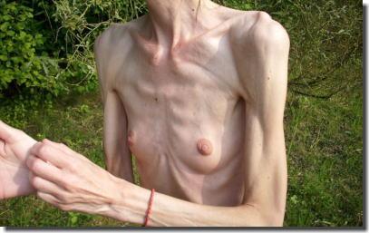痩せの鎖骨フェチ!ガリガリ女性の骨身にしみるエロ画像 ③
