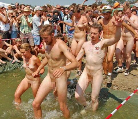 ハーバード 全裸 マラソン ハーバード大学の女子学生は毎年全裸で走るらしい