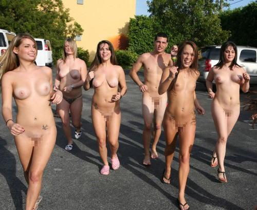 ハーバード 全裸 マラソン ハーバード大学では全裸で走るマラソン大会があるんですか?今週...