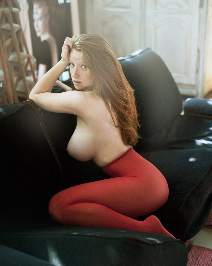 外国人 巨乳 横乳 おっぱい サイドビュー エロ画像【32】
