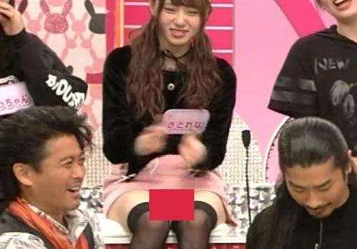 【GIFあり】Rの法則で佐藤麗奈の白いパンツが完全に見えっぱなしパンモロ放送事故!!
