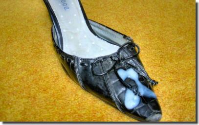 靴に精子をぶっかけたレディースシューズザーメン画像 ①