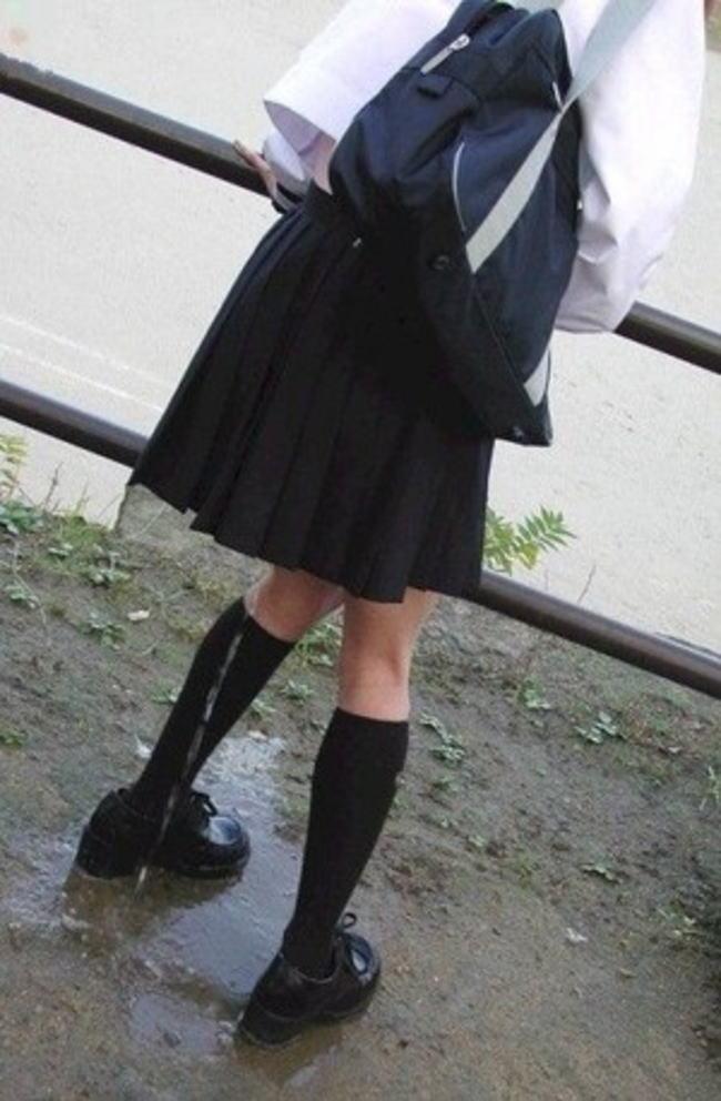 おしっこ お漏らし 放尿 JK しょんべん エロ画像【2】