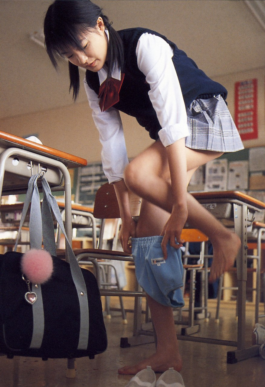 JK 着替え 教室 制服 下着 脱ぐ エロ画像【12】