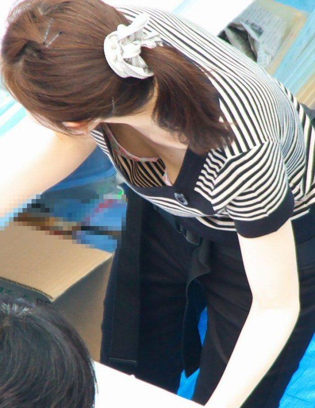 襟元 ガバガバ 胸元 パックリ 胸チラ エロ画像【12】