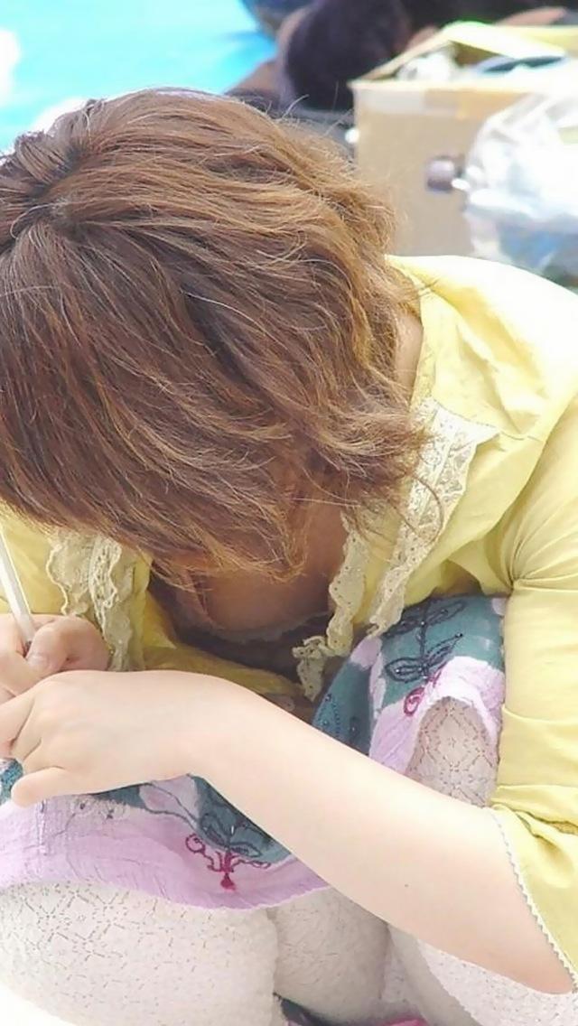 襟元 ガバガバ 胸元 パックリ 胸チラ エロ画像【14】