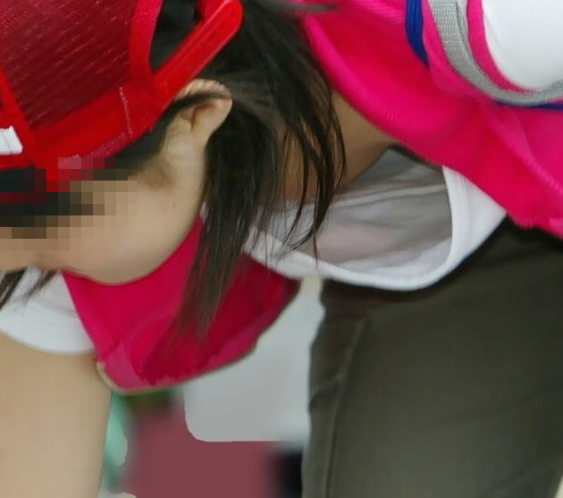 襟元 ガバガバ 胸元 パックリ 胸チラ エロ画像【15】