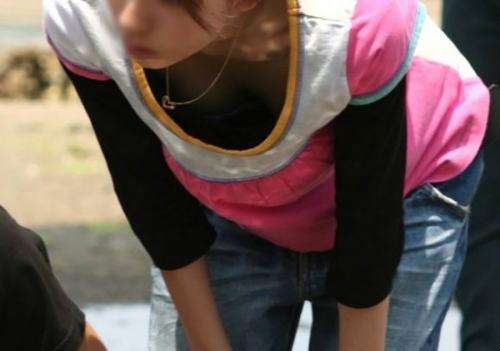 襟元 ガバガバ 胸元 パックリ 胸チラ エロ画像【30】