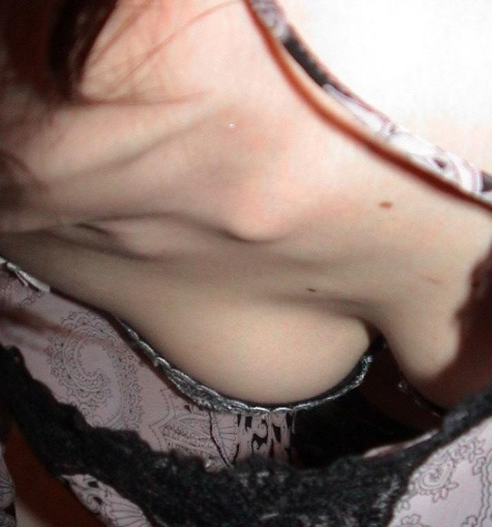 襟元 ガバガバ 胸元 パックリ 胸チラ エロ画像【42】