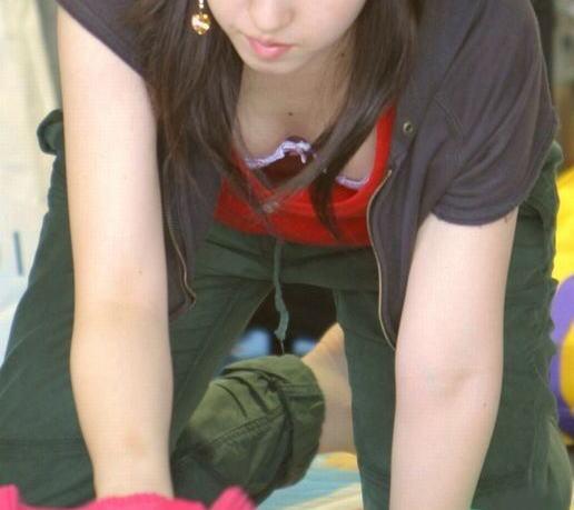 襟元 ガバガバ 胸元 パックリ 胸チラ エロ画像【44】