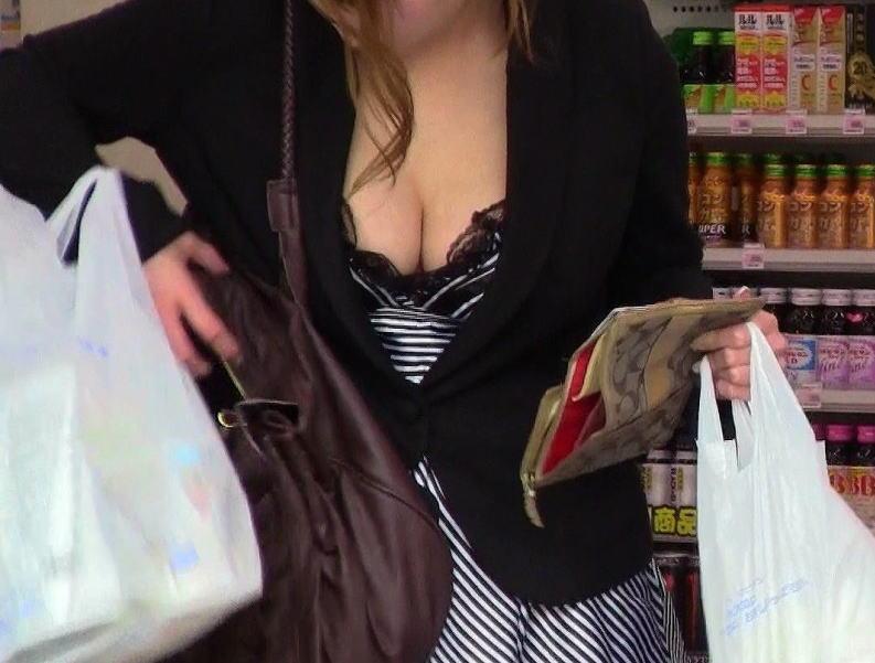 黒ブラジャー 胸チラ セクシー ブラチラ エロ画像【5】