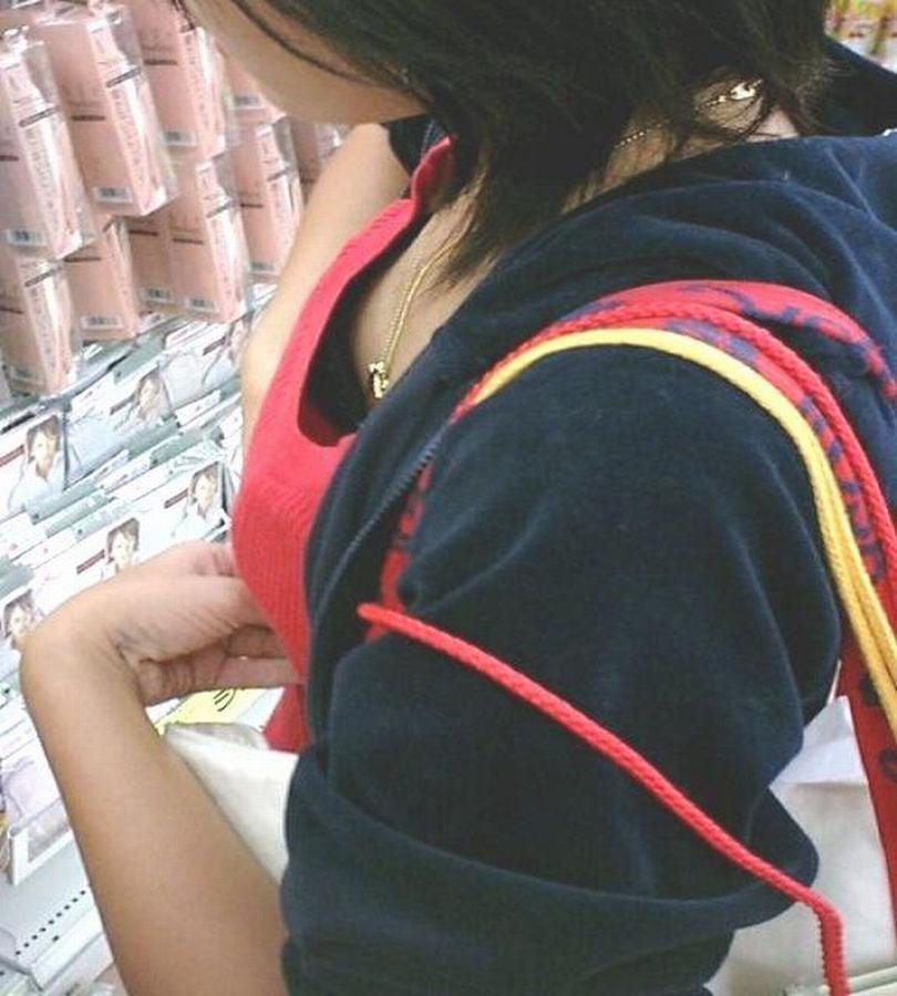 黒ブラジャー 胸チラ セクシー ブラチラ エロ画像【18】