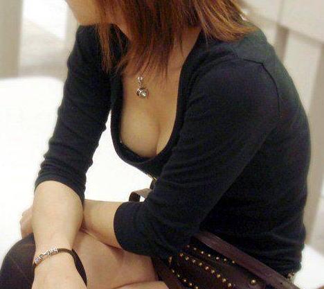 黒ブラジャー 胸チラ セクシー ブラチラ エロ画像【25】