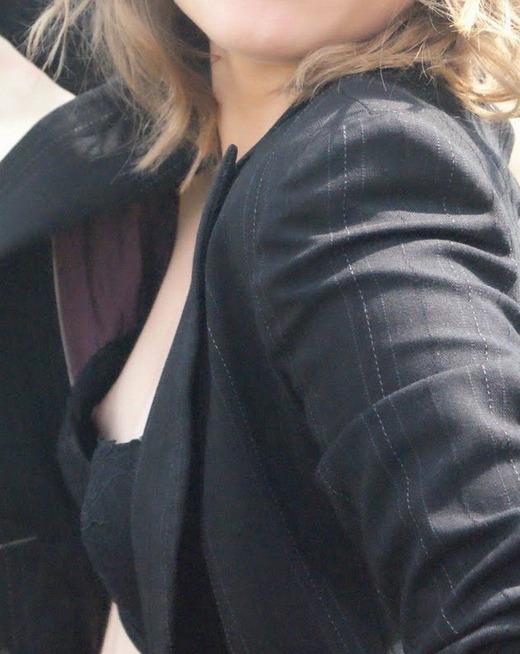黒ブラジャー 胸チラ セクシー ブラチラ エロ画像【32】