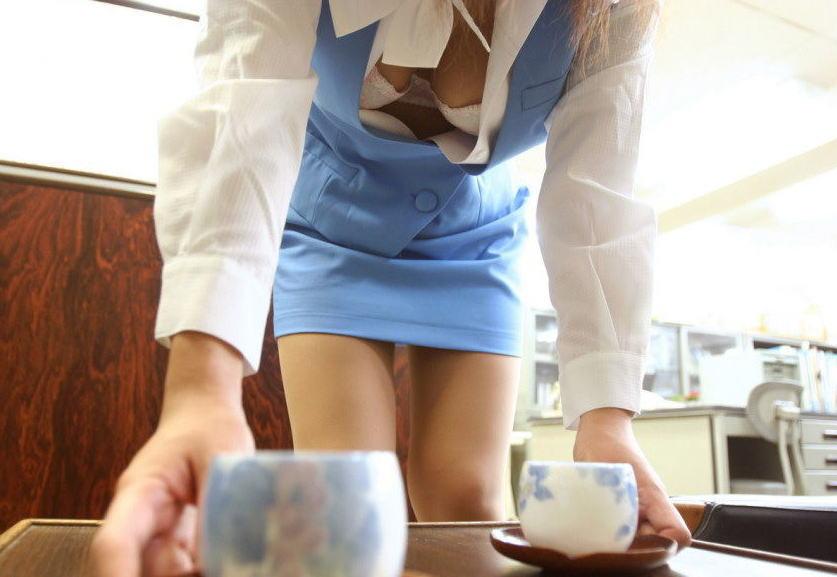 シャツ ボタン 外す 胸チラ OL おっぱい エロ画像
