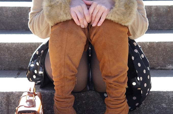 階段 座る パンチラ 段差 腰掛け エロ画像【29】