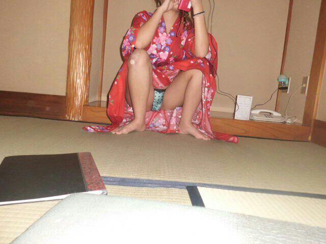 浴衣 パンチラ パンモロ 温泉旅館 観光ホテル エロ画像【25】