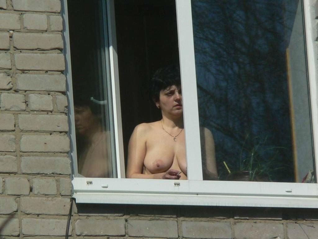 Порна подглядел в окне