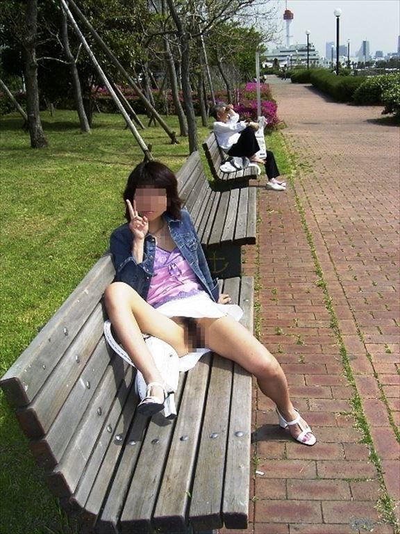 マンコ ノーパン 露出狂 エロ画像【21】