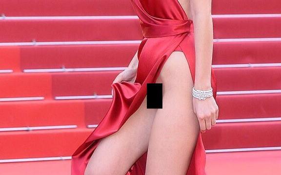 カンヌ映画祭で美人モデル(19)が裸同然のエロドレスで登場!!スカートめくれてモロ出しwwwwww